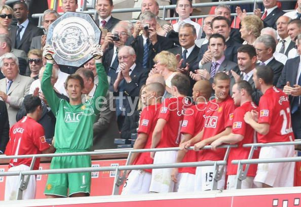 VDS lifting the Community Shield Trophy